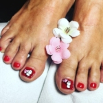 pedicure con smalto semipermanente